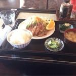 つきじ - 料理写真:日替りランチ(¥800) ポークソテー on インベーダー台