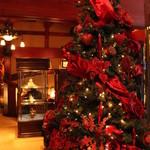 銀座うかい亭 - クリスマスシーズンで、ツリーがあってとっても華やか。