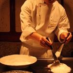 銀座うかい亭 - タラバガニは塩で蒸してくれました。