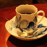 銀座うかい亭 - マイセンの珈琲カップも素敵。