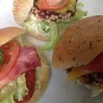 エピ - 料理写真:新津山バーガー(ダブルチーズ・マスタード&レリッシュ・BLTバーガー)の3種類です。各350円