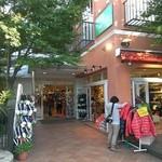 アップルファーム軽井沢(夏季限定ショップ) - 旧軽井沢ベルコモンズの中にお店はあります。