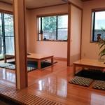 なみき庵 - テーブル5卓16席、堀ごたつ2卓12席(H25.12.10撮影)