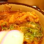 大須きしめん - 2013.12 真面目に鶏のから揚げが投入されていました。
