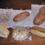 23108793 - クロワッサン、コンプレ、フランスパン、サンドイッチ、塩パン、ホットドック