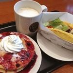 タリーズコーヒー - 料理写真:ブルーベリーハニーホットケーキ、ほか