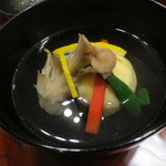 天雅 - 海老真蒸と舞茸のお椀。奥のある良いお出汁です。