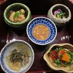 天雅 - 自家製イカの塩辛、あん肝、ずわいがにの蟹味噌あえなど、どれも手が込んでます。