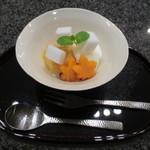 天雅 - デザートの次郎柿とラ・フランスのマリアージュ。