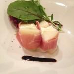 23110398 - ジャガイモとモツァレラチーズの生ハム巻き