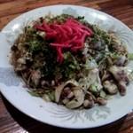 いっこくや - 料理写真:(ピンボケ御免!)焼きそば☆細麺ダブル☆豚バラ肉、いかげそ☆700円(2013/12)
