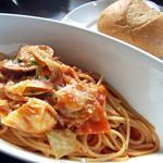 SCENA - 日替わりパスタランチ(アサリと帆立・キャベツのトマトソーススパゲッティ)