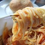 SCENA - アサリと帆立・キャベツのトマトソーススパゲッティ
