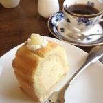 カフェ・ランザン - 洋梨のロールケーキのケーキセット
