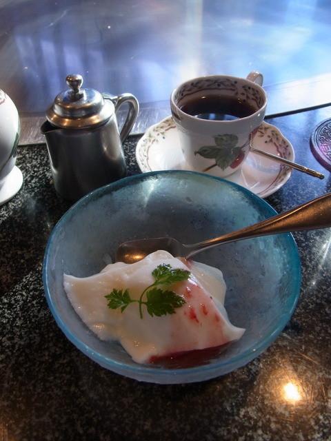 ステーキ・慶 - 杏仁豆腐とコーヒー
