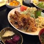 レストラン春日苑 - 甘とろ豚生姜焼き定食