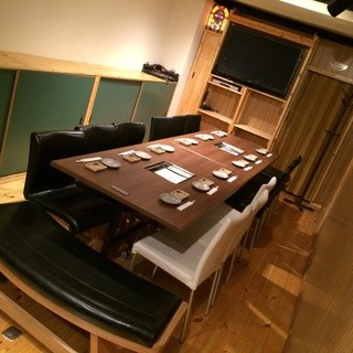 最大16名様まで対応の完全個室完備
