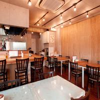 Pasta e Vino Kei - 最大立席49名、着席26名対応の店内は、貸切パーティーも可能