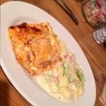 イタリア家庭料理 addu mamma - ハーフ&ハーフ。ラザーニャ、ベーコンとブロッコリーのニョッキ。