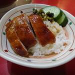 世界飯店 - 麺に+150円で鴨飯