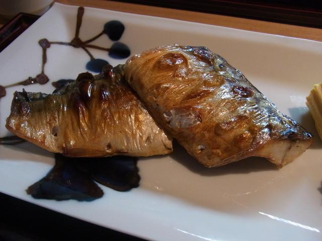 銀座 圓 - 鯖塩焼き定食(1050円)の鯖のアップ。脂がのっていました