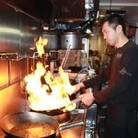 炙り味噌らーめん 麺匠 真武咲弥 堂谷商店 - 気さくな店員さんばかりです。