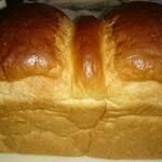 食パン工房 ぱんにゃ - 料理写真:天然酵母の山食パン1斤 500円