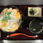 とり屋 - 名物親子丼 650円