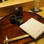 鮨 土方 - 吉乃川で熱燗をいただきます。