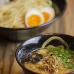 なりよし - 料理写真:スープは豚骨ベースの中に、鰹ブシと鯖ブシで魚介の風味と旨味をプラス♪