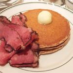 ブルックリンパンケーキハウス - パンケーキwithパストラミビーフ(1550円)+ホールウィートに変更(100円)