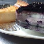 大正堂 - 左より チーズケーキ、ブルーベリー UP♪
