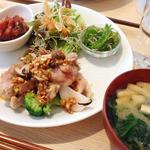 23145778 - 今週のメインは鶏と野菜のグリル ピリ辛ソース