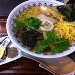 こきんや - エソと小鯛のスープに塩ダレのアクセント。 今治ラーメンは500円です。(>_<)