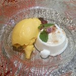 アマレット - パンナコッタ、マンゴージェラート(lunch) 単品だと525円