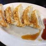 北海道ラーメン 小林屋 - 餃子はいまサンくらい。150円と破格なお値段ですが…。