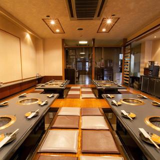 ゆったりとしたテーブル席とお座敷席で上質なお肉をお楽しみに。