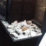 スパイラル - スパイラル(Spiral)・入口のカキの貝殻