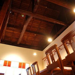 2階は天井が吹き抜けになっていて雰囲気抜群!