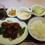 華翠苑 - 揚げ鶏黒酢かけ¥500