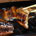 島崎うなぎ屋 - 炭火で炙られた鰻はタレの絡みも違います