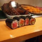 寿司大 - 細巻き(鉄火2個、めんたいきゅうり2個)
