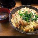 ことこと - かつ丼、赤だし付きで650円