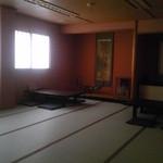 魚や たけ庄 - 落ち着いた感じの和室は、旅館みたいです。