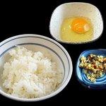 吉野家 - 牛すき鍋膳(ライス・生卵・漬物)