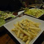 とり鉄 - スパイシーポテトフライ[380円]と白菜と大根のシャキシャキサラダ[580円]