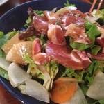 COUZT CAFE - イベリコ豚のサラダ。