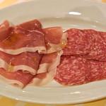 イタリア料理屋 タント ドマーニ - イタリア産生ハムとサラミの盛り合わせ