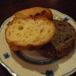 ビストロ 後藤 - あみやきステーキランチのパン