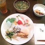 2317714 - 刺身蒟蒻/卯の花/きのこと青菜炒め/野菜天ぷら/豆腐 など